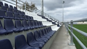Read more about the article Τοποθέτηση καθισμάτων πάγκων και τερμάτων στην Σαντορίνη
